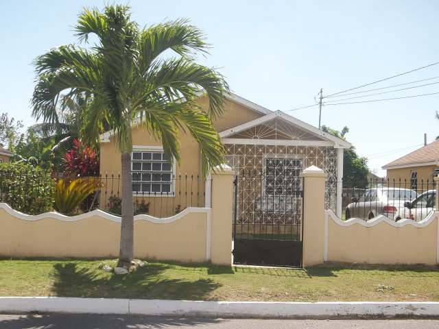 2 bedroom house for sale in spanish town st catherine for Catherines house